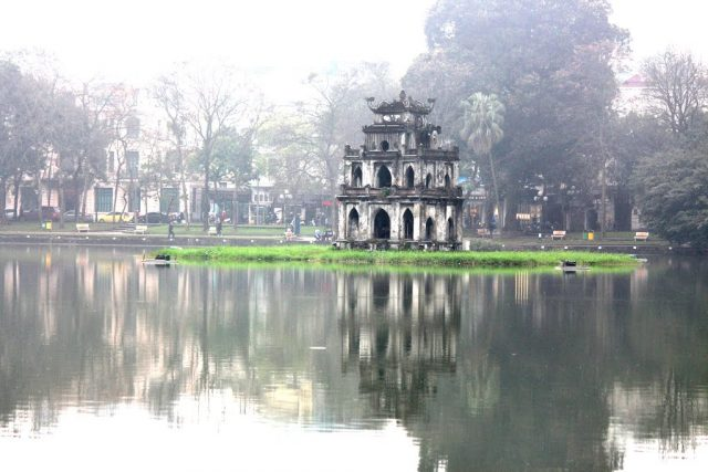 hoan kiem lake hanoi 1 1 e1488271045226 - Top things to do in Hanoi