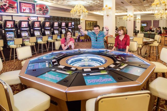 casino in halong e1481518555751 - Thing to do in Halong Bay, Quang Ninh